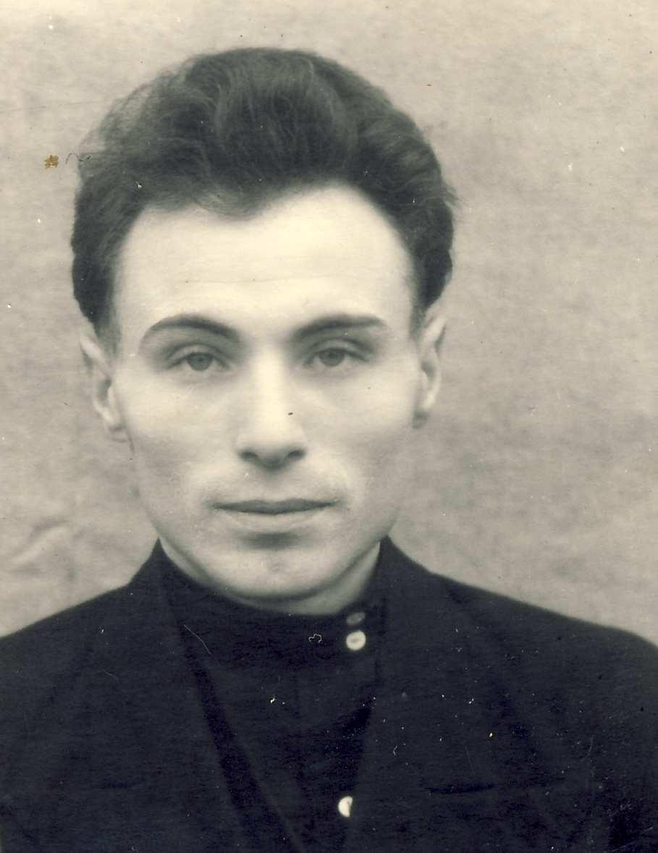 Русский дед в деревне пригласил молодую деваху и начал к ней приставать 6 фотография